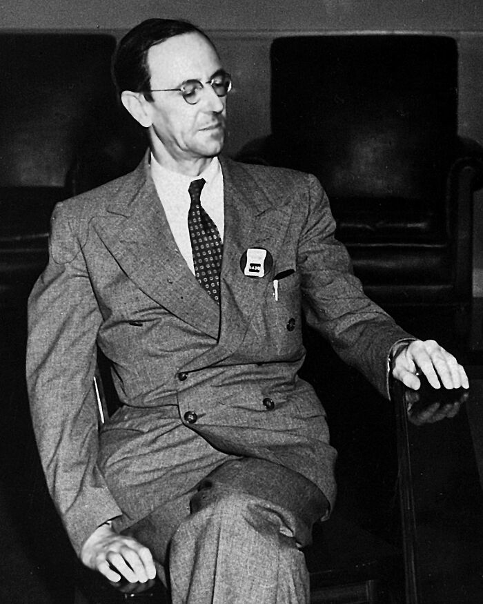 Til: The Discoverer Of Neutron (James Chadwick) Was A Student Of Discoverer Of Proton (E. Rutherford) Which In Turn Was A Student Of Discoverer Of Electron (J.J. Thomson)