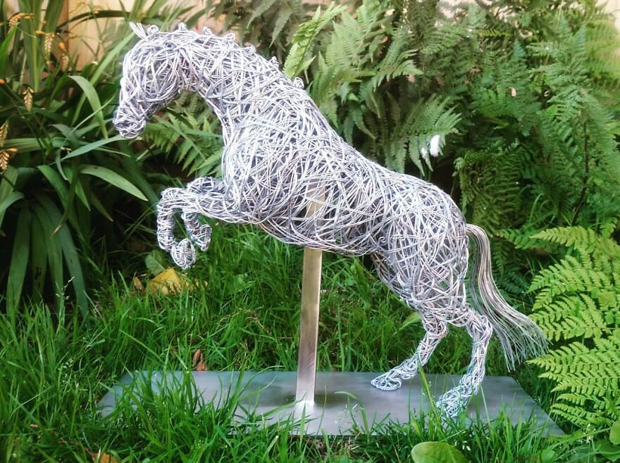 This Artist Makes Stunning Horse Sculptures Out Of Wire