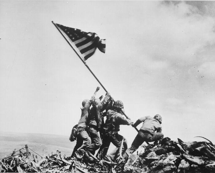 """1945 """"Izando la bandera en Iwo Jima"""""""