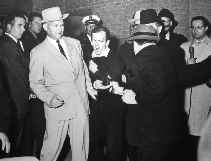 "1964 ""Ruby dispara a Oswald"""