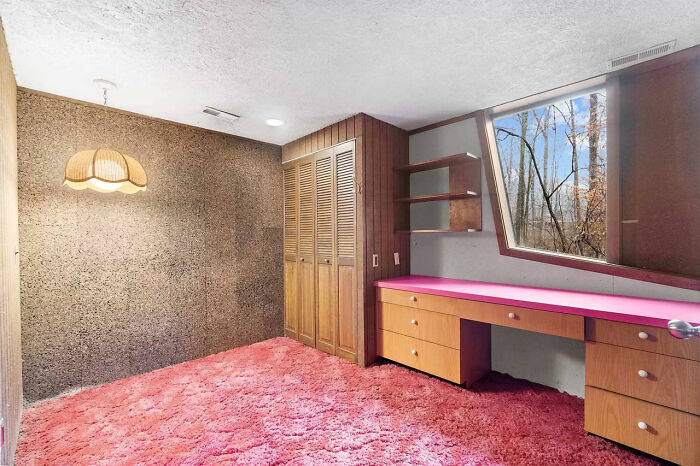 Couple Buys A '70s Time-Capsule Carpeted Home For $161k, And The Internet Is Going Crazy Over It