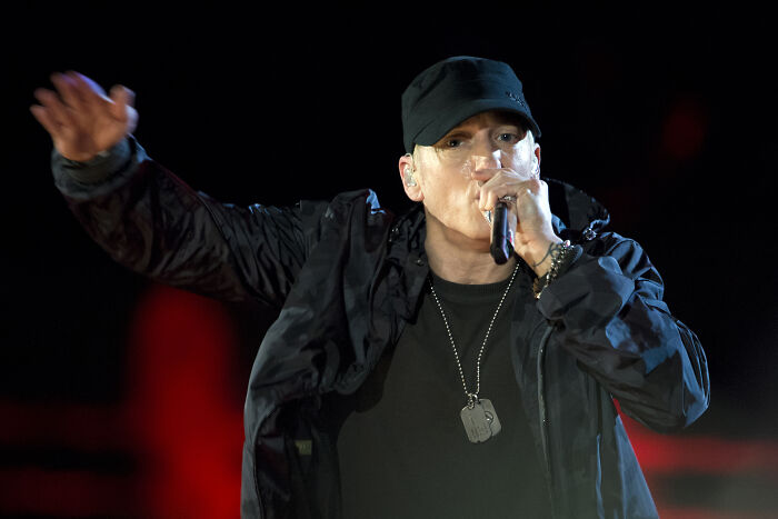 """Til Eminem Broke The """"Fastest Rap In A #1 Single"""" World Record Three Times In A Row - After Having Set The Record With 6.46 Words Per Second In """"Rap God"""", He Then Broke It In """"Majesty"""" At 6.5 Wps And Later Broke It Once Again By Rapping At 7.5 Wps In """"Godzilla"""""""