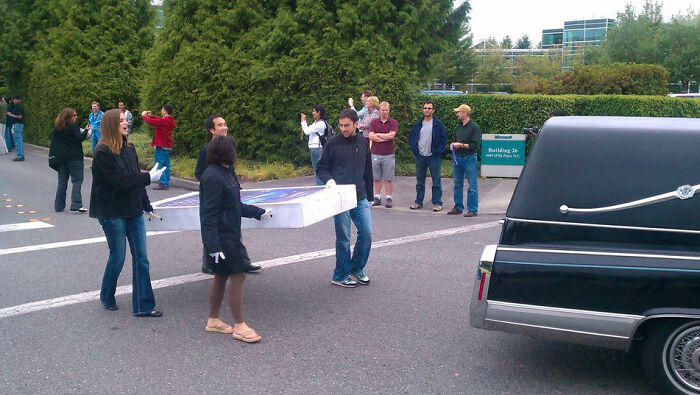 """Microsoft Employees Holding A Funeral For The iPhone Following The """"Success"""" Of Their Windows Phone"""