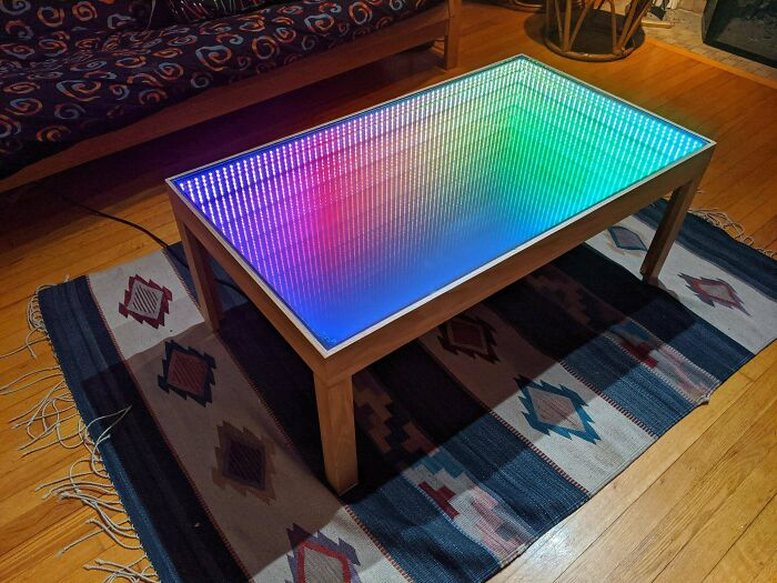 ¡He hecho una mesa de café con espejo infinito programable de 600 LEDs!