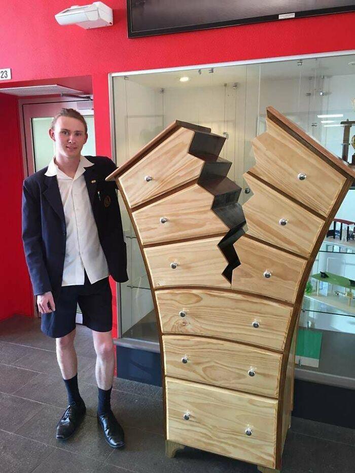 """""""Rompiendo"""" la norma. Un joven de 16 años de una escuela local ha hecho una pieza increíblemente impresionante"""