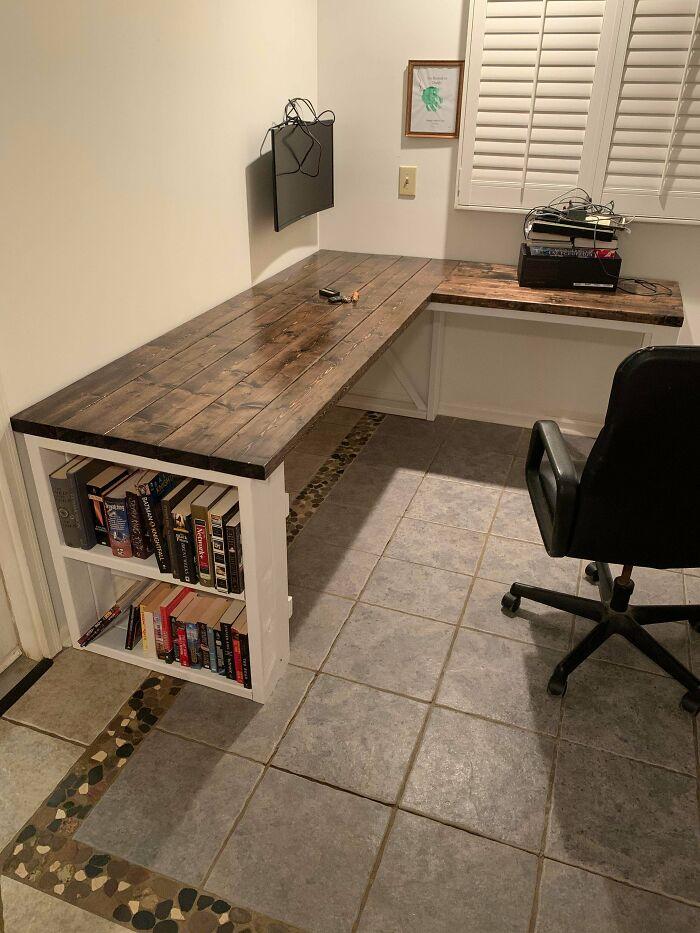 Por fin he terminado mi primer escritorio de verdad, estoy muy orgulloso