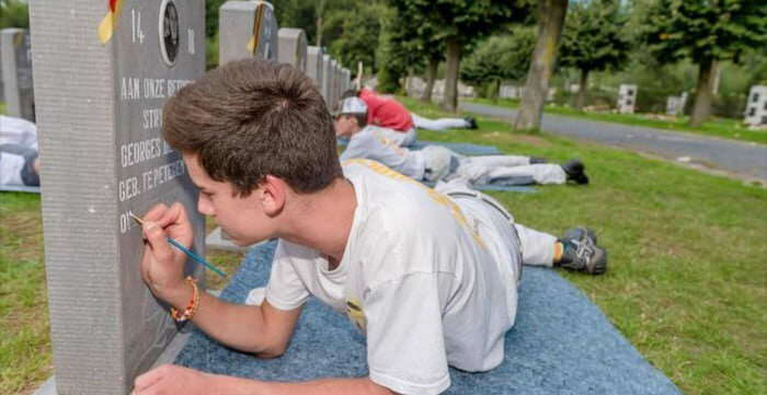 These Belgian Kids Are Doing A Restoration On The Graves Of WW1 Soldiers