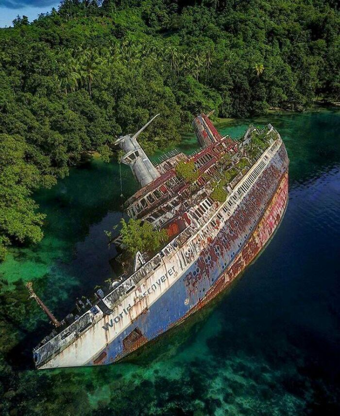 Ms World Discoverer Was A German Expedition Cruise Ship. It Hit A Uncharted Reef In The Sandfly Passage, Solomon Islands 29. April 2000
