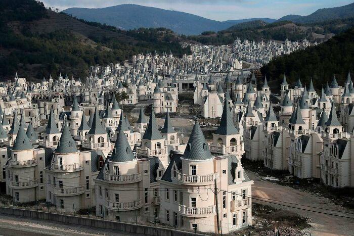 La ciudad fantasma de Burj al babas en Turquía, llena de castillos