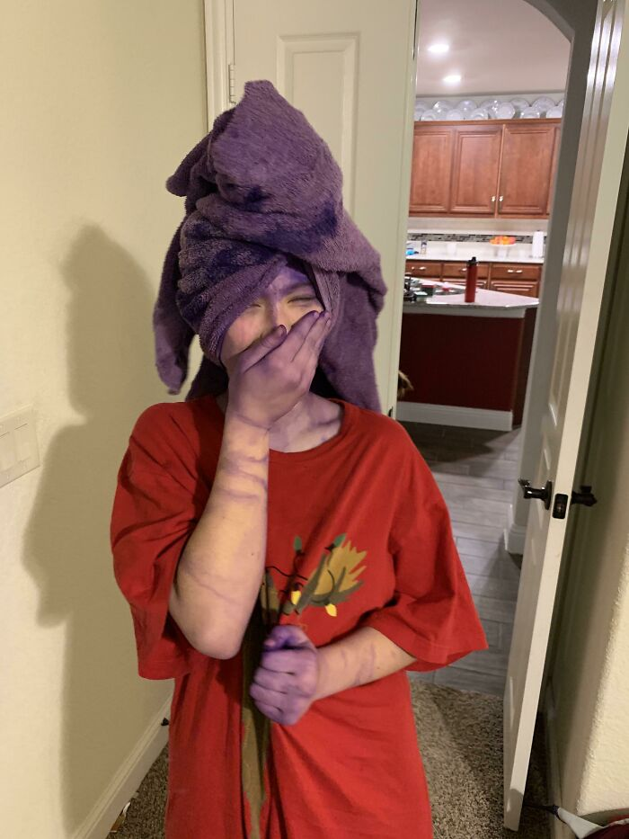 """""""2021 Dad Of The Year"""" Ladies And Gentlemen. I Told Her To Shower, Instead Of Rinse Her Hair Out, Right After Dying It"""