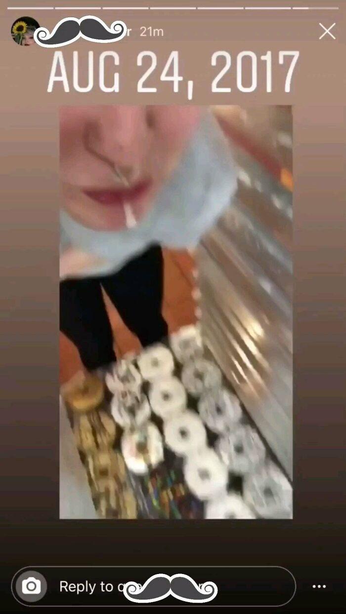 Un empleado escupe en la comida para conseguir likes en Instagram