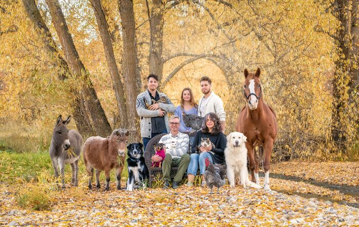 """I Capture Families And Their Farm Animals In My Series """"Farmily"""" (45 Pics)"""