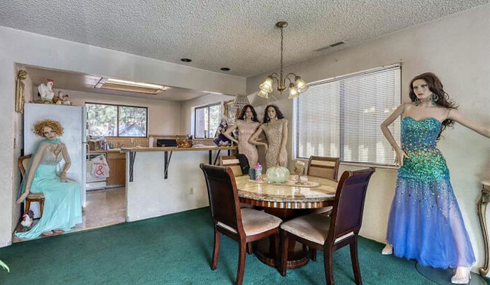 Ordinary-Looking House For Sale For $650,000 Has People Really Talking About What The Hell Is Going On In The Photos