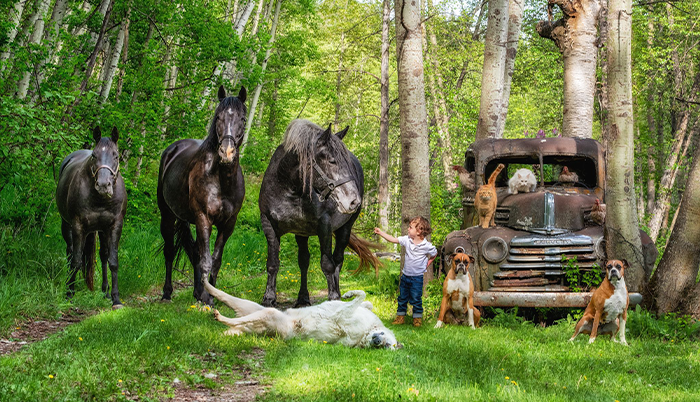 "I Created A Photo Project Called ""Farmily"" Where I Capture Families And All Their Animals (30 Pics)"