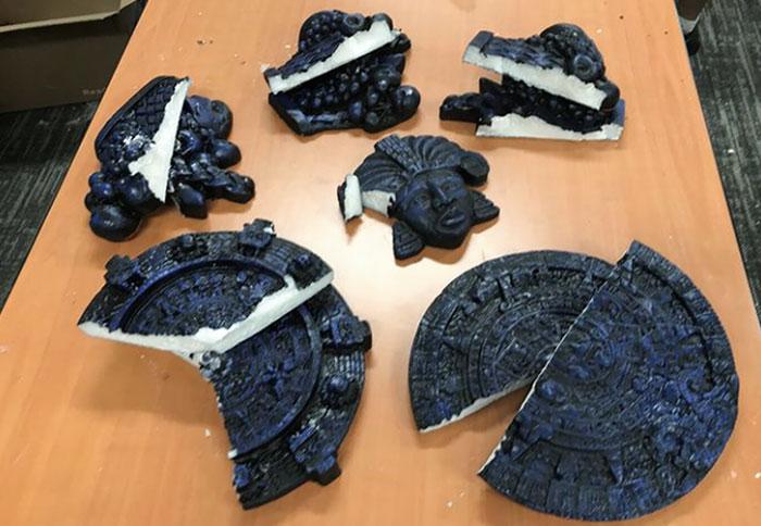 Oreos prohibidas que en realidad son metanfetaminas disfrazadas de calendarios aztecas