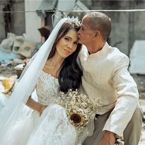Esta pareja de indigentes recibió un cambio de imagen y una boda sorpresa benéfica tras llevar juntos 24 años