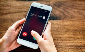 20 Personas que usaron nombres divertidos para salvar contactos en sus móviles