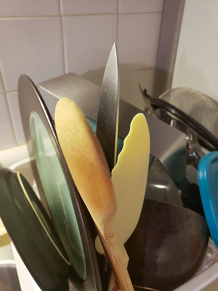 This Is How My Mom Puts The Knives Away In The Drying Rack