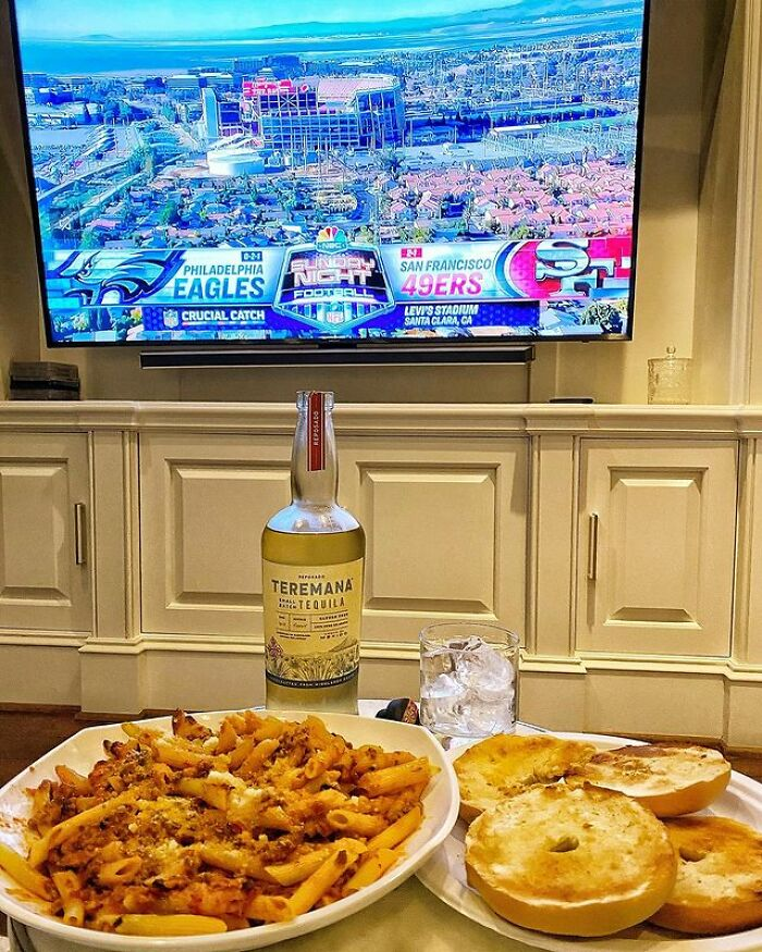 Penne And Toasted Bagels With Butter And Garlic Powder