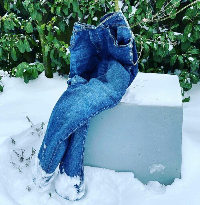 Frozen-Pants-Online-Trend-Winter-Cold-Weather