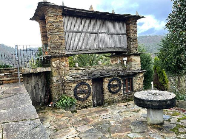 """Estas pequeñas """"habitaciones"""" que se levantan del suelo están por toda la campiña española. Muchas de las casas antiguas tienen una. ¿Para qué se utilizaba/utiliza?"""