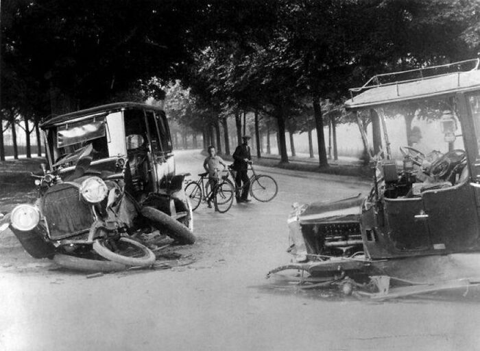 A Rare Photo Of A Traffic Accident In The Netherlands More Than 100 Years Ago. The Photo Was Taken In 1914