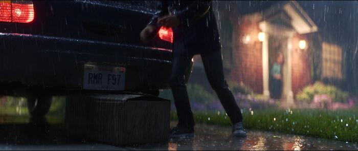 """En Toy Story 4 (2019), un coche tiene la matrícula """"Rmrf97"""". En 1997, alguien en Pixar escribió accidentalmente """"Rm -R -F """", borrando toda la película Toy Story 2 de la base de datos de Pixar. Afortunadamente, el director técnico de la película tenía una copia de seguridad en casa y la película fue restaurada"""