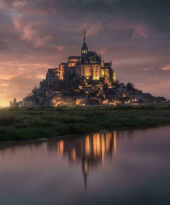 Mont-Saint-Michel en Francia, parece el logo de Disney en la vida real
