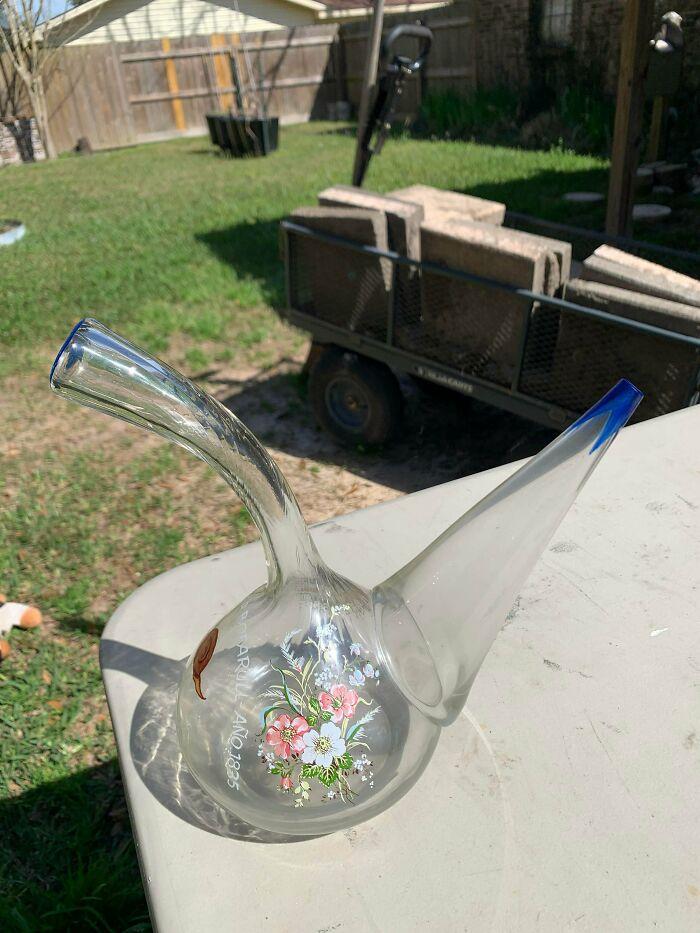 Florero de cristal encontrado en una tienda de segunda mano en Navarra, Florida