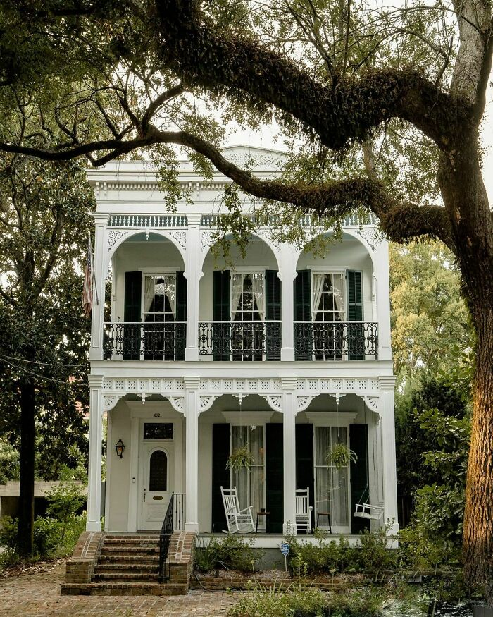 19th Century Double-Gallery House In New Orleans, Louisiana