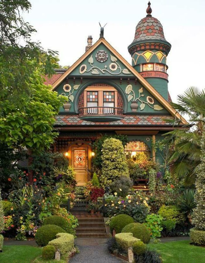 Early 1900's Craftsman Home In Seattle