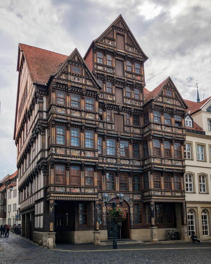 Wedekindhaus, A Half-Timbered Renaissance Style House With Carved Oak Facade Originally Built In 1598 By The Merchant Hans Storre, Then Later Completely Destroyed During A Wwii Air Raid Before Being Rebuilt In The 1980s. Hildesheim, Lower Saxony, Germany