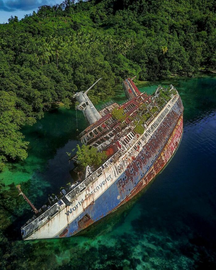 MS World Discoverer Was A German Expedition Cruise Ship. It Hit A Uncharted Reef In The Sandfly Passage, Solomon Islands, 29 April, 2000