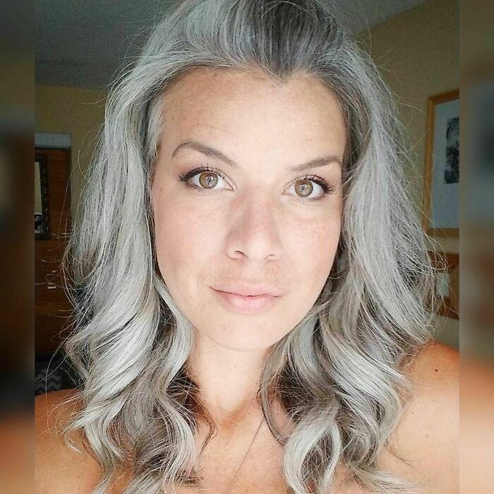 A Cotton Haired Woman ❣️ @k_growing_gray #cottonhairedwomen #youngandgray #gri #goinggreygracefully #greyhairmovement #greyhairdontcare #grayhairtransition #grauehaare #cheveuxblancs #silverhair #silversisters #cheveuxgris #pelogris #cabelosbrancos #cabelloperfecto #gris #grisalhas #grigio #saltandpepperhair #gogombre #whitehaircolor #ditchthedye #freethesilver #dyefree #grayhair #embraceyourgrey #greyhair #gogrey