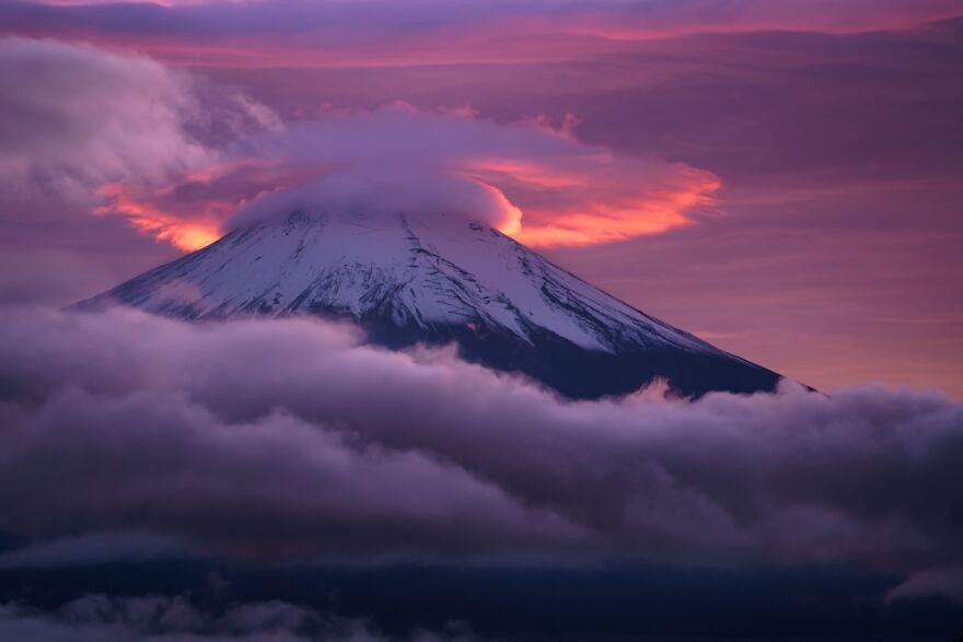 Red Lenticular Cloud