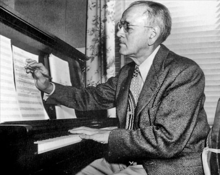 Til Carl Stalling Composed The Music For Many Early Disney And Classic Looney Tunes Cartoon Shorts, Averaging One Score A Week During His 22 Years At Warner Bros. The Studio's 50-Piece Orchestra Found Stalling's Dynamic Cartoon Music Far More Challenging Than The Film Scores They Normally Played.