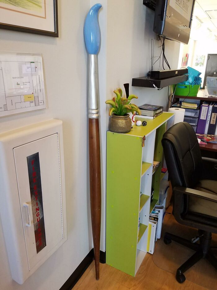 """Since People Are Posting Their Giant Things Now, I'll Share My Giant Paintbrush That I, Uh... """"Rescued"""" From A Storage Unit At My Local Mall"""