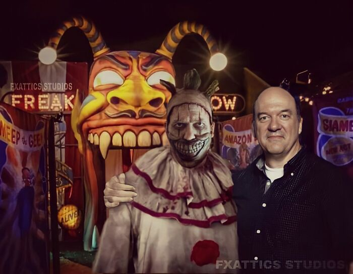 "Twisty el payaso y John Carroll Lynch, en ""American Horror Story"""