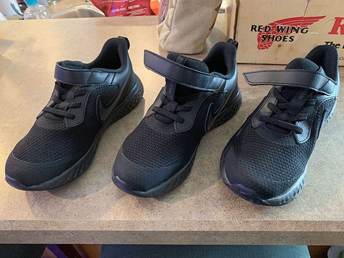 """Ordered Online And Was Sent Only One Right Shoe. They """"Fixed"""" The Issue By Sending Me Two More Right Shoes"""