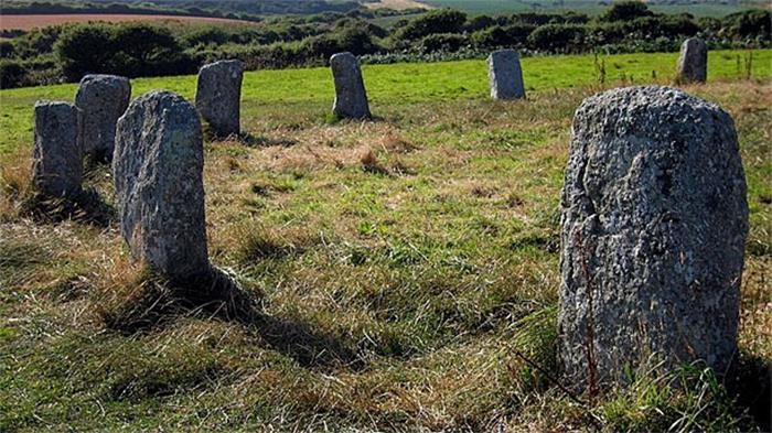 Til That There Are More Than 1,300 Stone Rings Across The British Islands And Stonehenge Is Only The Most Famous Of Them.