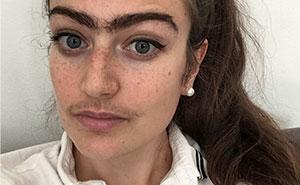 Esta mujer se niega a depilarse las cejas o el bigote, tras elegir aceptarlas como son