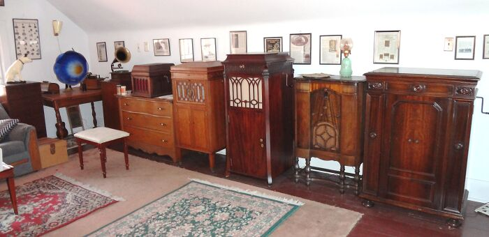 Victrolas! I Collect Old Phonographs (All In Perfect Working Order.)