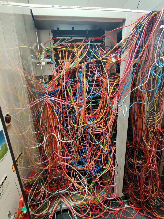 ¿Es este el peor cableado de espaguetis de la historia?