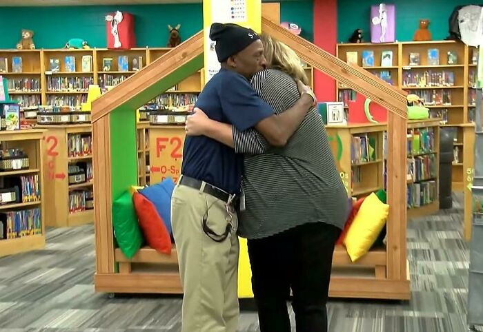 Elementary School Kids Raised Over $7000 To Buy Their Janitor A Car, Whose Commute Was 4 Hours Long On 3 Different Buses