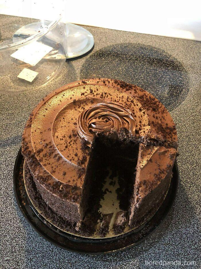 La forma como mi suegra corta el pastel