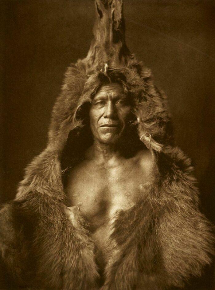 Arikara Warrior 'Bear's Belly' - North Dakota, USA - Photo By Edward Curtis (1909)