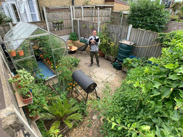 Hello, I'm Alessandro And This Is My Urban Garden In London, UK. I'm Also Passionate About Beekeeping And I Do Everything 100% Organic