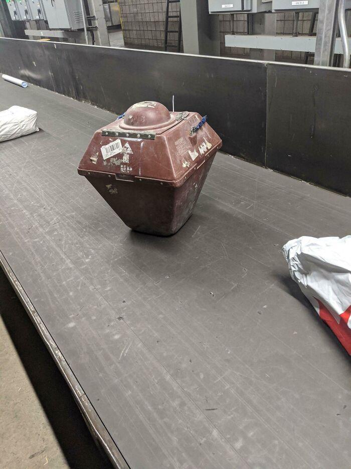 ¿Qué se envía en este extraño contenedor?