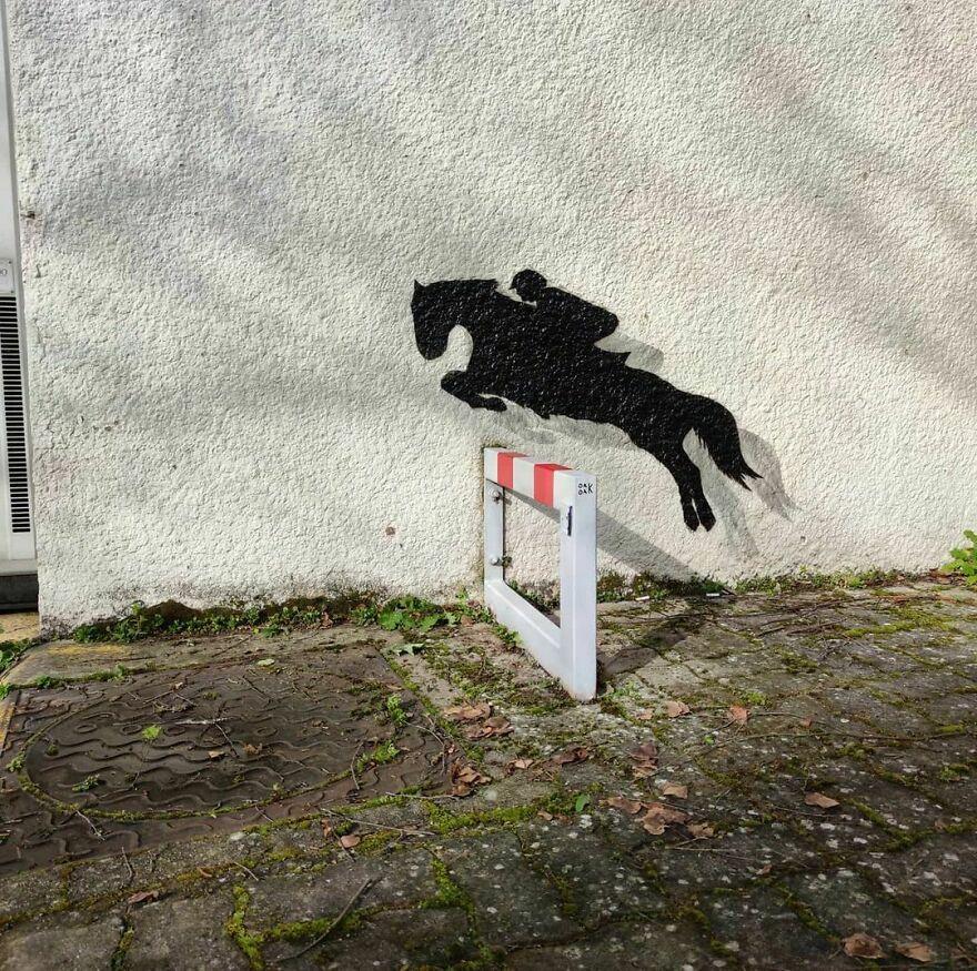 Le Petit Saut D Obstacle #oakoak #streetart #bourges #horse #cheval #equitation #mtn94 #urbanintervention #intervention #street #wall #wallart #stencil #graff #graffitiart #oak #paint #wallart #fun #funny #shadow #animal