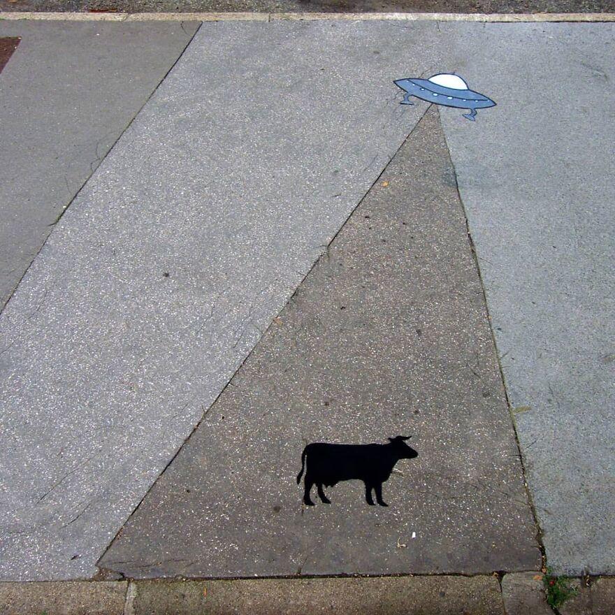 The Attack #oakoak #streetart #urbanart #ufo #ovni #cow #vache #graff #ground #urbanintervention #fun #funny #art #flyingsaucer #stencil